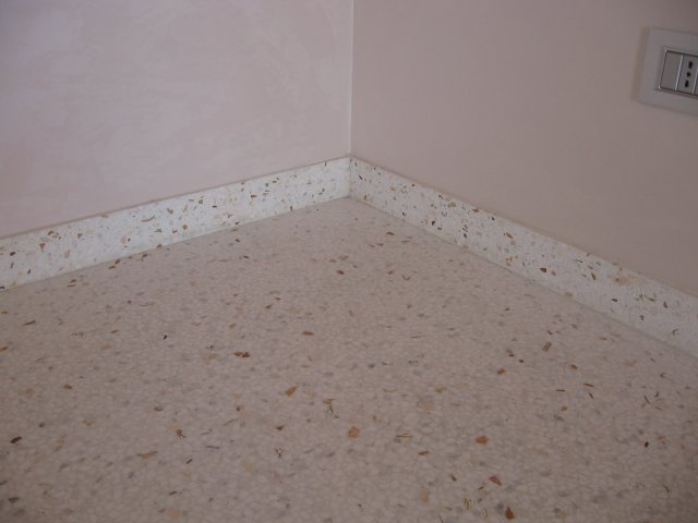 Battiscopa pavimento alla veneziana cologna veneta for Veneziana pavimento