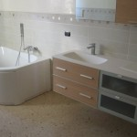 Immagine che ritrae un bagno con pavimento di marmo seminato alla veneziana