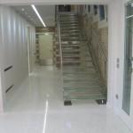Immagine che ritrae un pavimento di marmo bianco seminato alla veneziana realizzato a Legnago in provincia di Verona