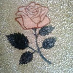Rosa realizzata con tecnica in mosaico su pavimento alla veneziana